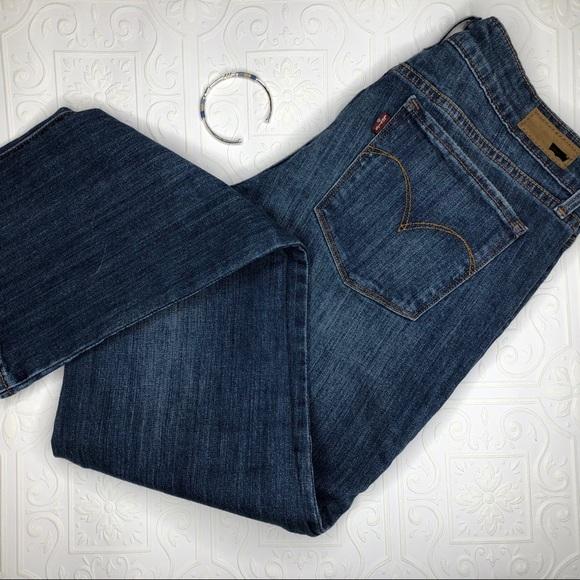 ✨3/$25✨Levi's Demi Curve 29 Jeans